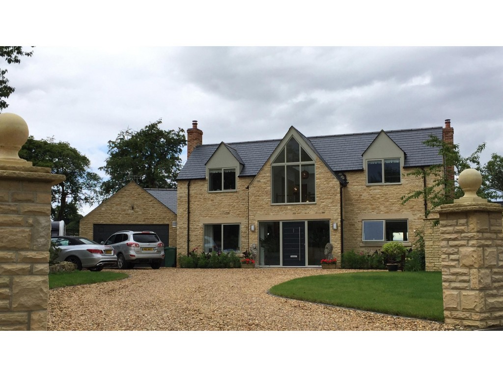 New Stone built house with sunroom and double garage in Faringdon